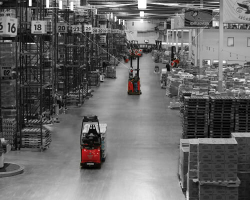 Black and white warehouse graphic with two Raymond red forklifts.