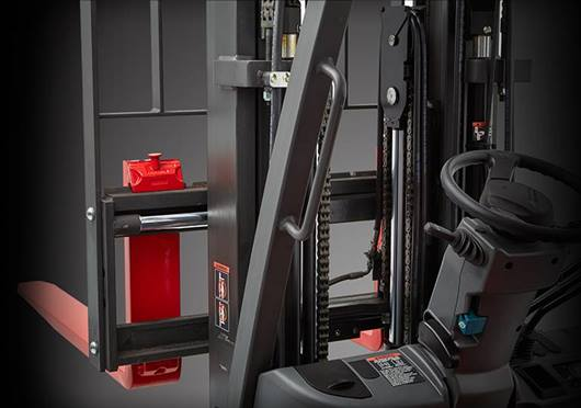 Raymond forklift with integral sideshift