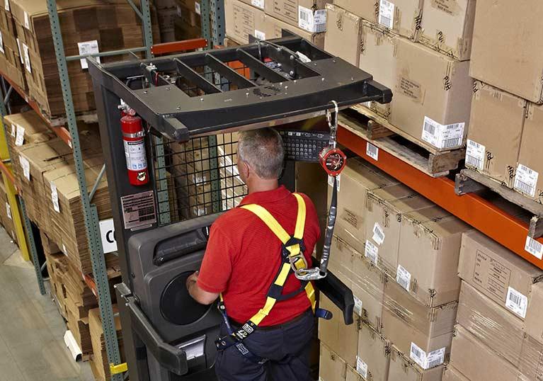 Raymond 5000 Series Order picker truck clear view mast