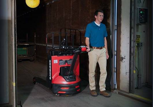 Raymond 8210 walkie pallet truck with static torque control