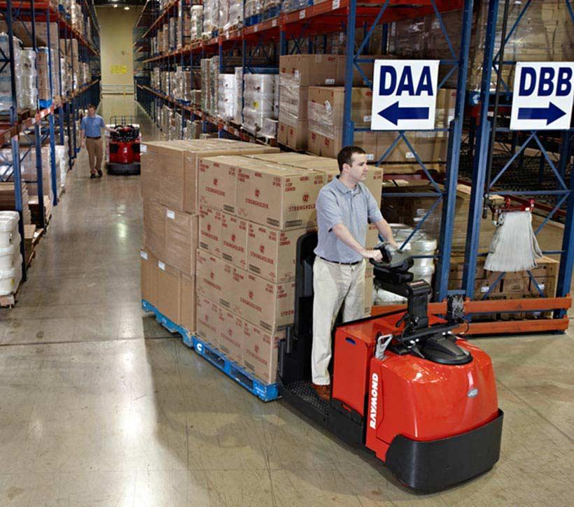 Raymond 8510 Center Rider Pallet Truck