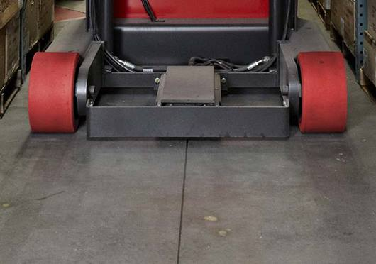 Raymond 9000 Series Swing Reach Truck Wire Guidance Feature