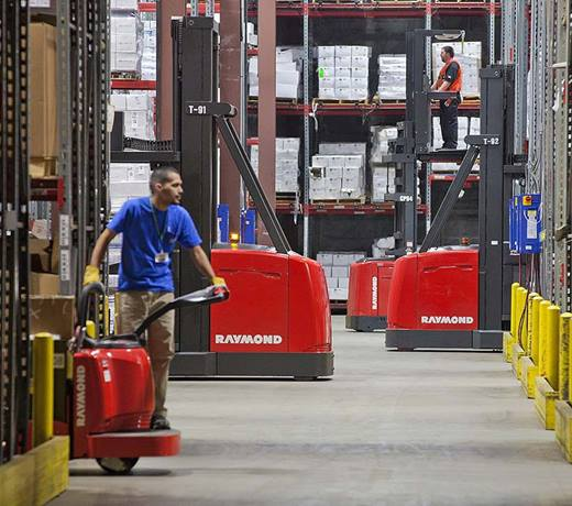 Raymond 9000 Series Swing Reach Truck Programmable Performance Feature