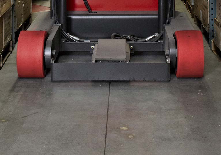 Raymond 9000 Series Swing Reach Truck Wire Guidance Feature